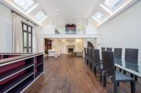 3 bedroom Mews to rent in Queen's Gate Mews, SW7