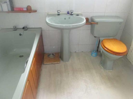 31 glen road bathroo