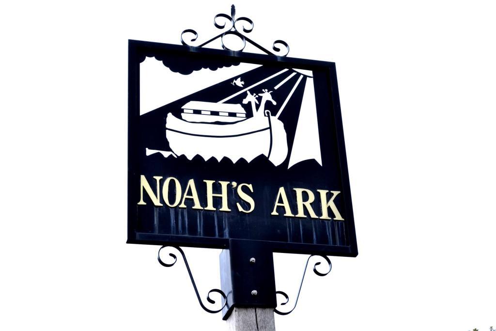 noah arks hamlet sign