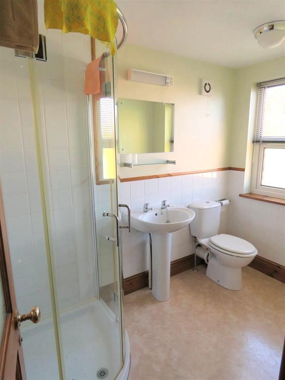 Upper Shower Room