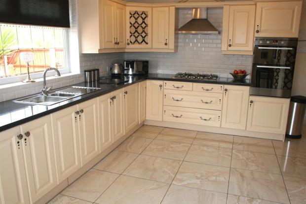 Stylish Kitchen/Brea