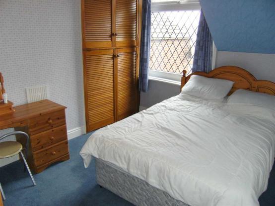 Bedroom (side)