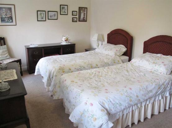 Twin Bedroom (good