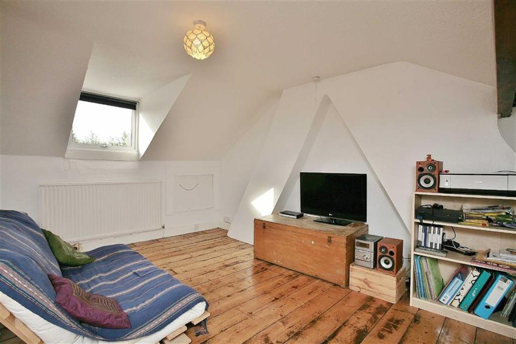 3 Bedroom Terraced House For Sale In Queens Road Banbury Ox16