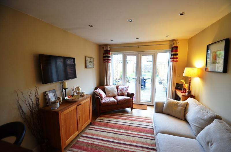 2 bedroom semi detached house to rent in north end lane for Living room north end