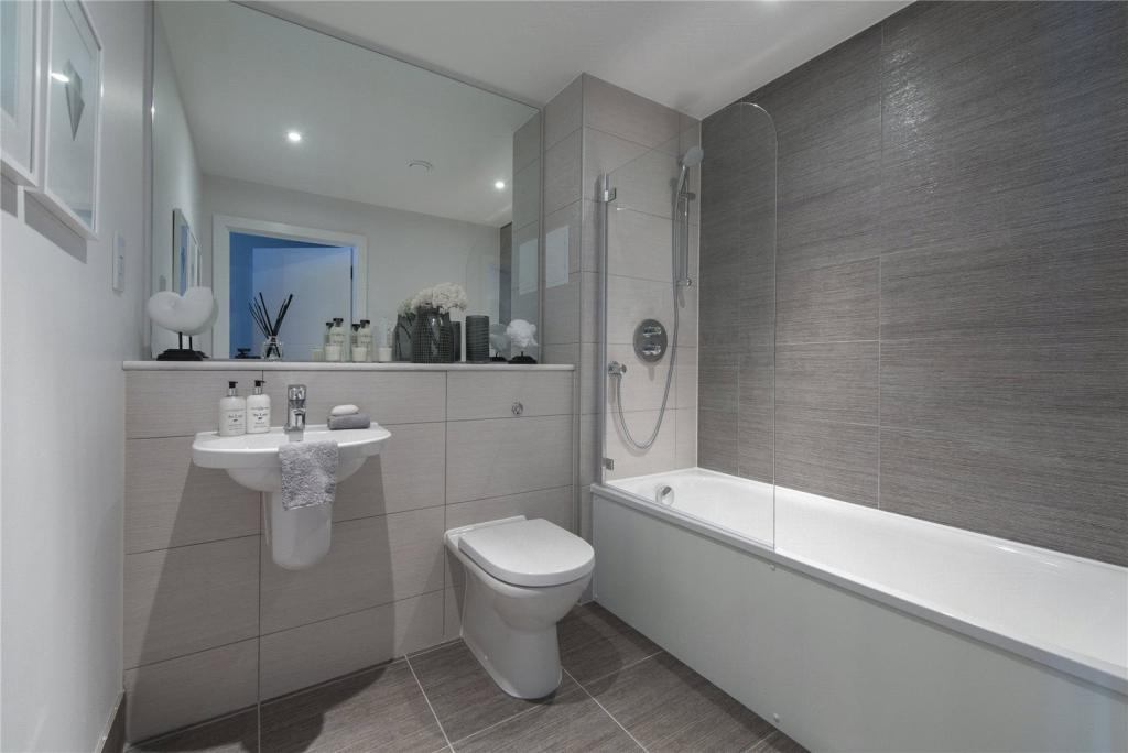 Porcelanosa floor tiles for sale 2 bedroom apartment for for Bathroom design norwich