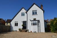 4 bedroom Detached house to rent in Vincent Drive,  Dorking...