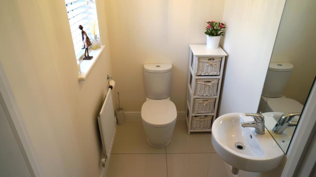 Downstairs Toilet.jp