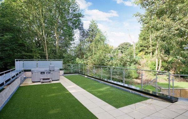 Roof Garden &a...