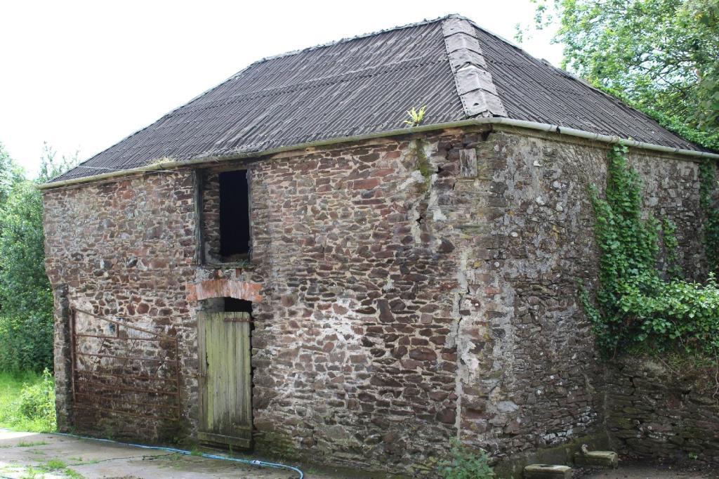 lot 3 - small barn