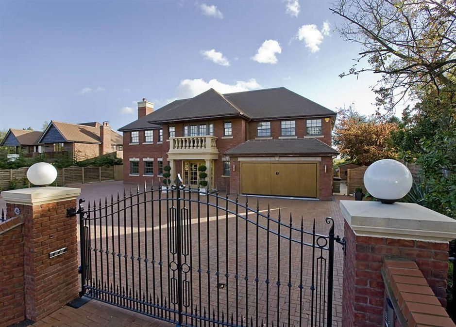 6 bedroom detached house for sale in 42 hampton lane for Six bedroom house for sale