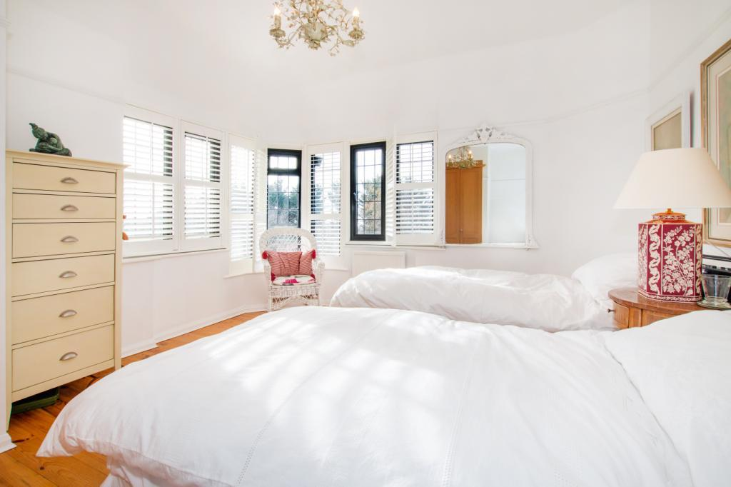 4 Bedroom Detached House For Sale In Tongdean Avenue Hove