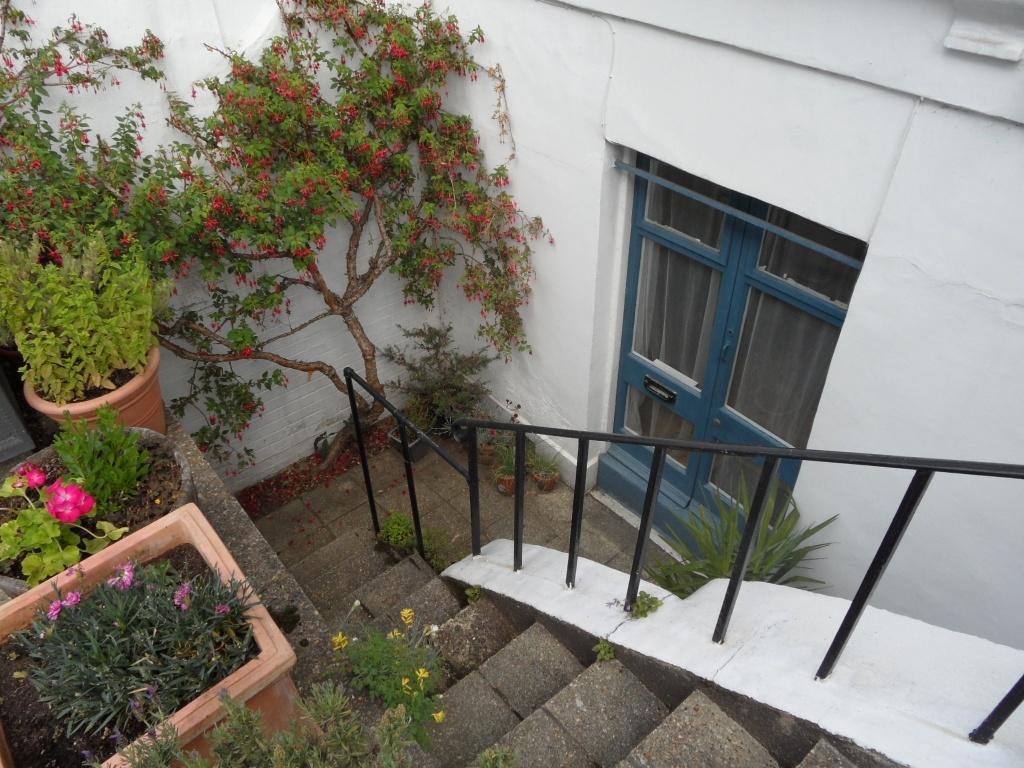 Hyde Vale -  Studio Flat - Entrance - SE10 - Oliver Field Associates