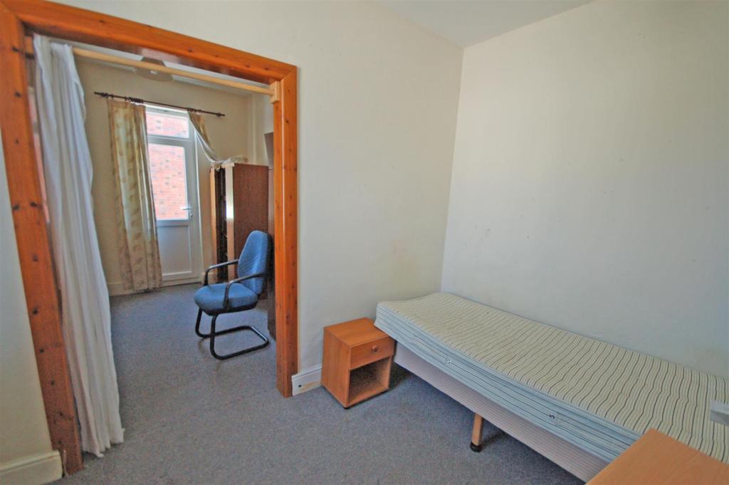BEDROOM 2 (2 areas n