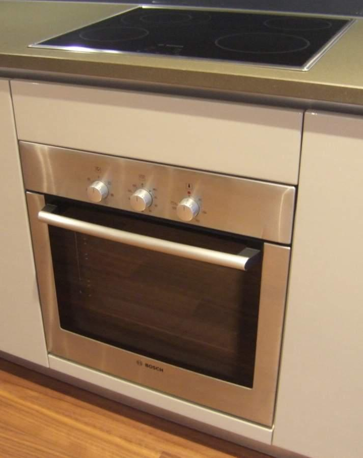 Oven and ceramic hob