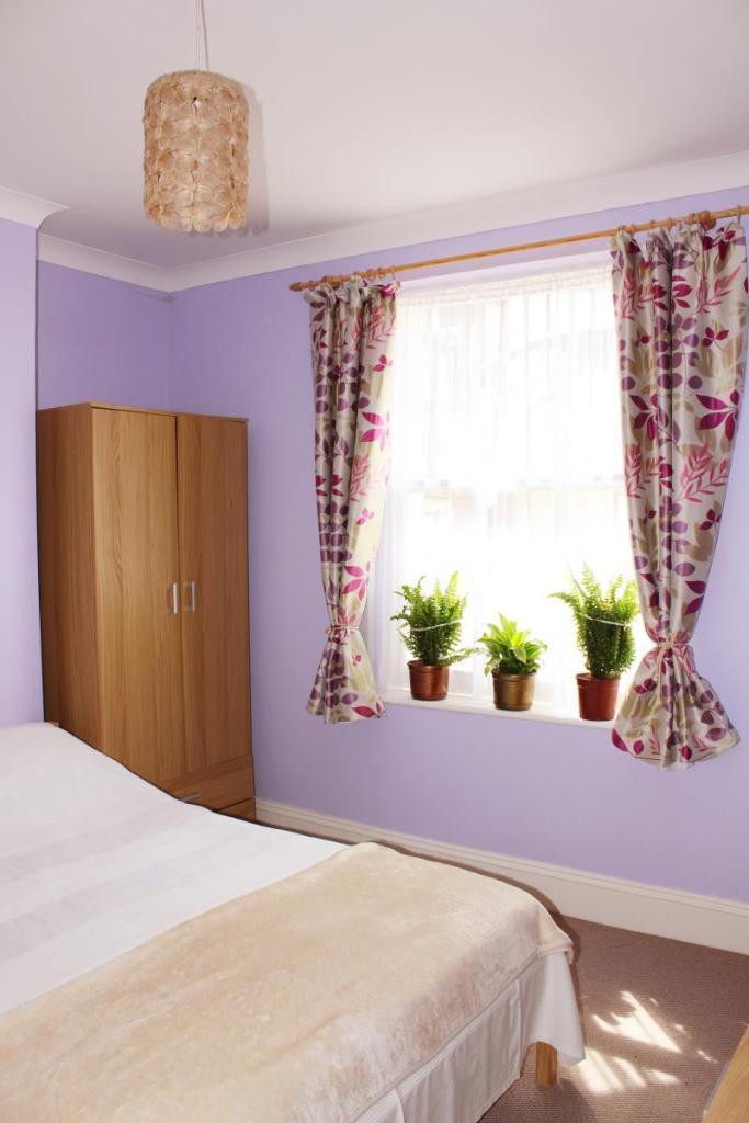 Bedroom image2