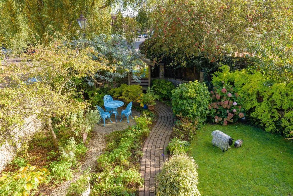 Front Garden - PH 00