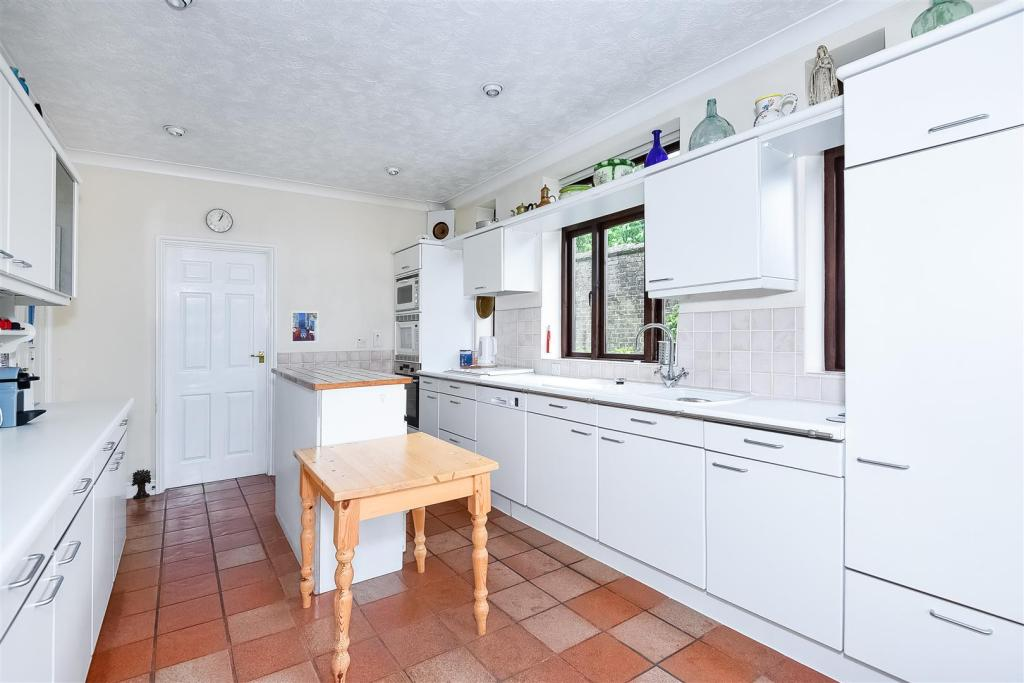 Kitchen 2 J.jpg