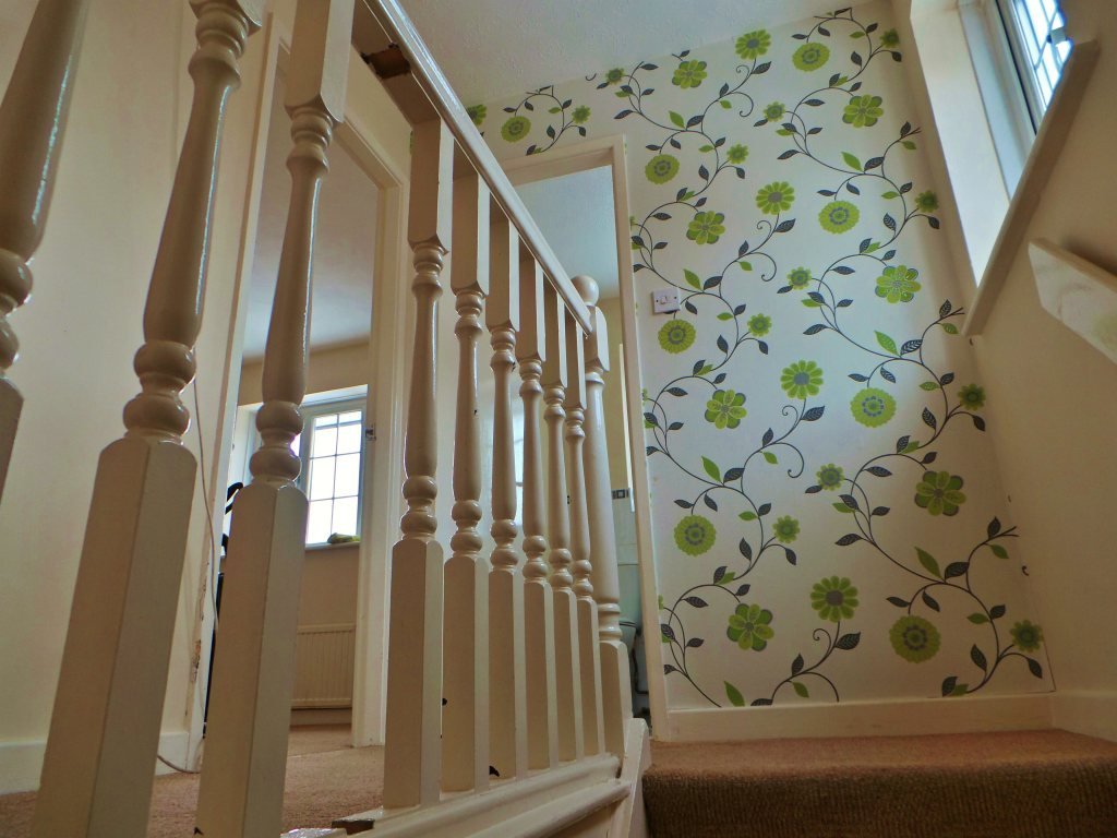 Hall stairs landing wallpaper ideas - Wallpaper for staircase ideas ...