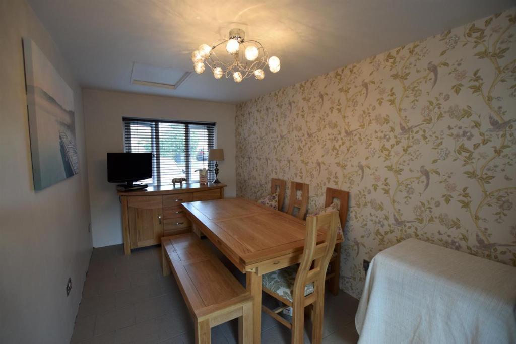Diningroom/Playroom