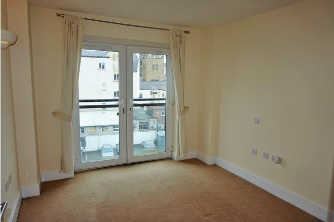 Westgate St-1bed-CF10 1AR-5