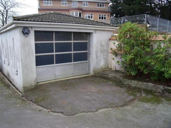 Garage with inspection pit