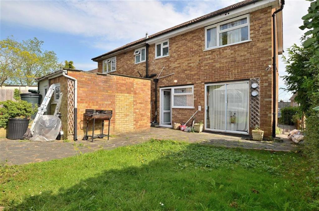 2 Bedroom House To Rent In Greenfields Close Loughton
