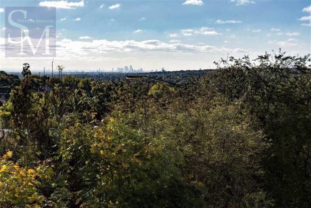 Balcony with views o