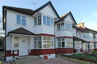 3 bed End of Terrace house for sale in Hamilton Way, Finchley N3