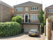 5 bedroom Detached house in Hendon Avenue...