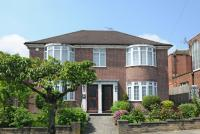 3 bed Flat for sale in Fairholme Gardens...