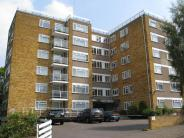3 bed Apartment in Wickliffe Avenue...