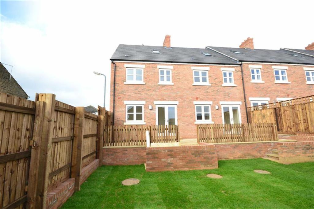 3 bedroom town house for sale in Cranford Road, Kettering ...