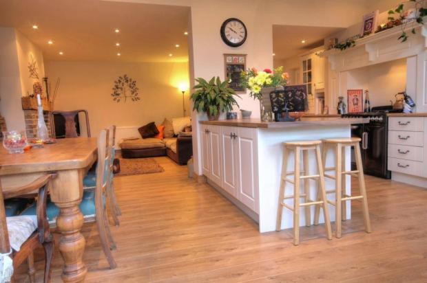 3 bedroom semi detached house for sale in lindom avenue for Kitchen ideas 3 bed semi