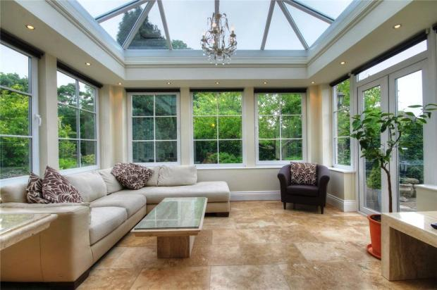 2 bedroom bungalow for sale in queensmere chester le for Orangery lighting ideas