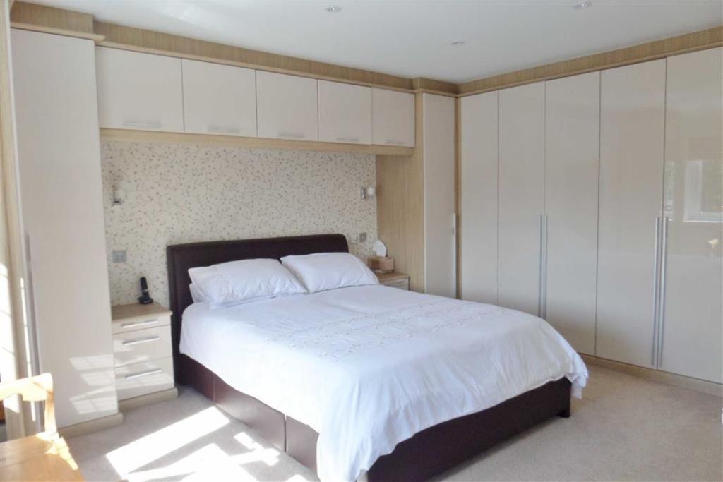 Master Bedroom Secon