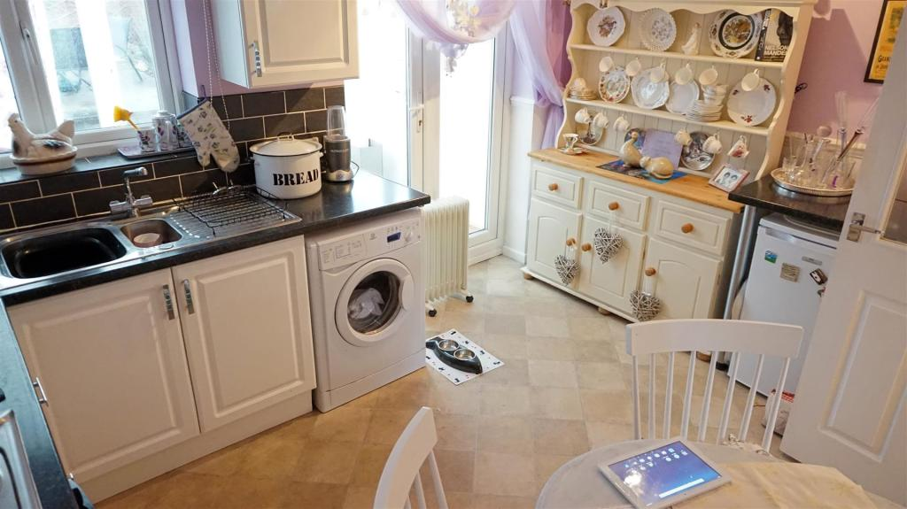 FITTED KITCHEN / DIN