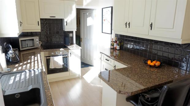 FITTED KITCHEN / BRE