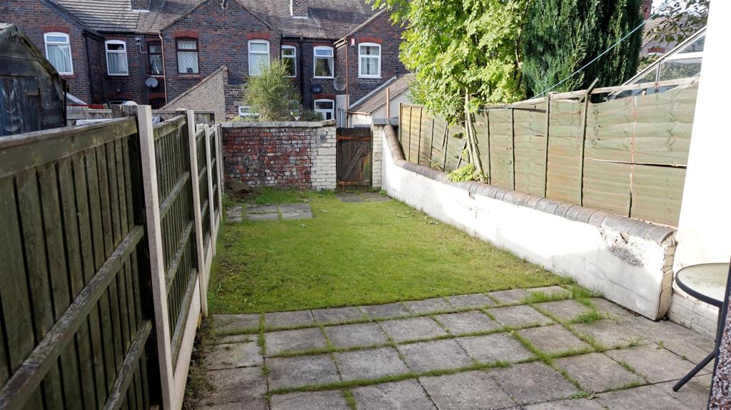 ENCLOSED REAR YARD /