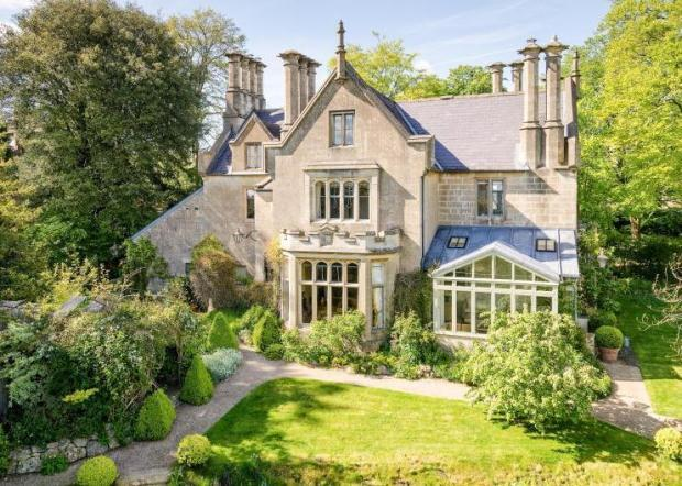 7 bedroom detached house for sale in church road combe