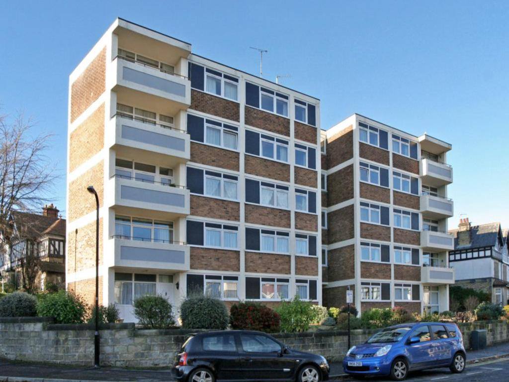 2 Bedroom Flat For Sale In Majestic Court Spring Grove Harrogate Hg1 2ht Hg1