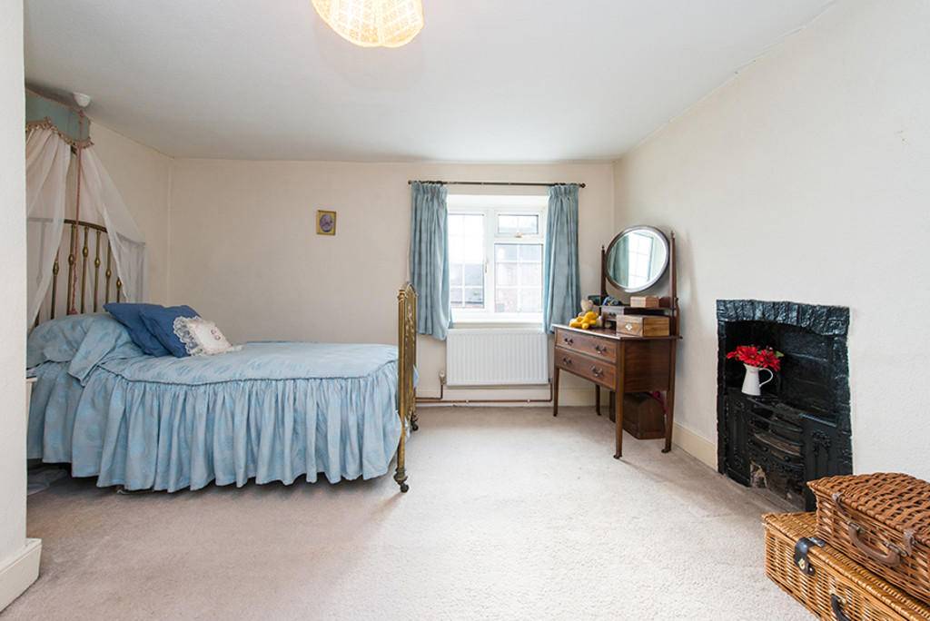 A bedroom in Sherbourne Farmhouse