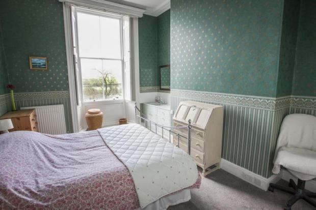 16) Bedroom 5