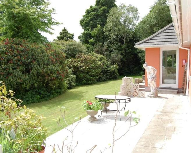 photo of garden with statues and front garden patio trees
