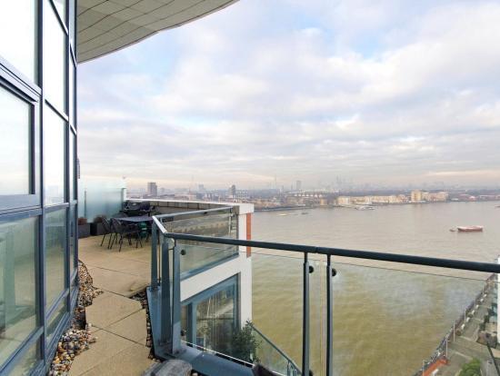 Piccanary Wharf, E14