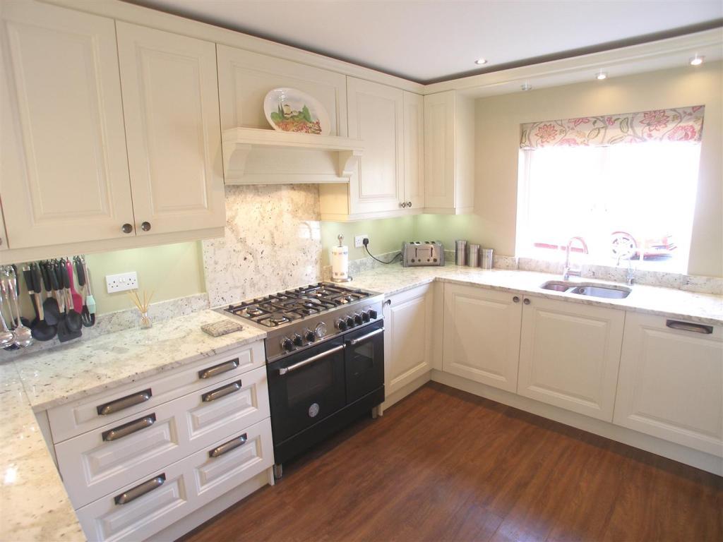 Luxury Kitchen/Dinin