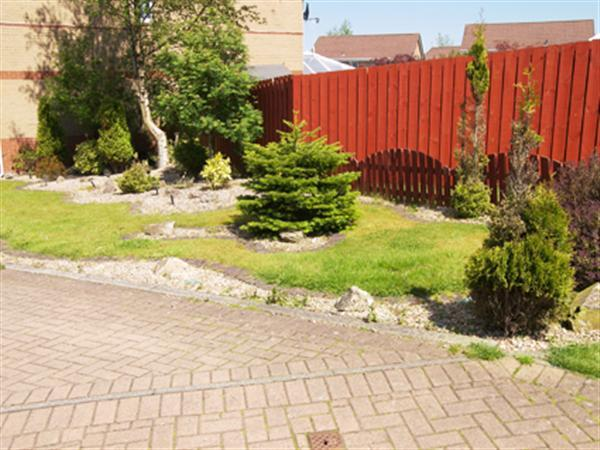 Side Garden (2)