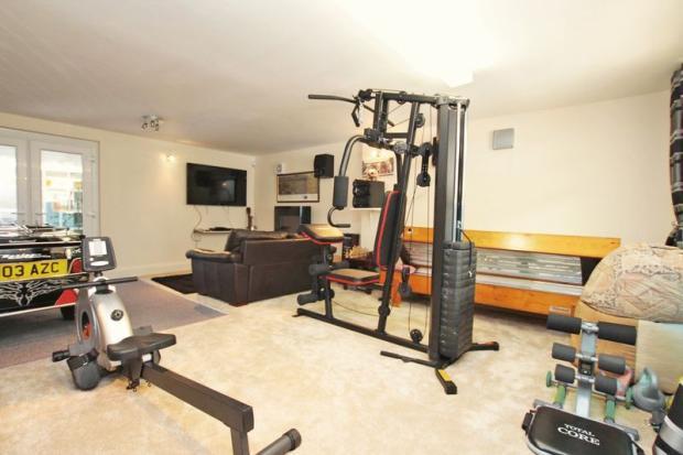 Gym/snug