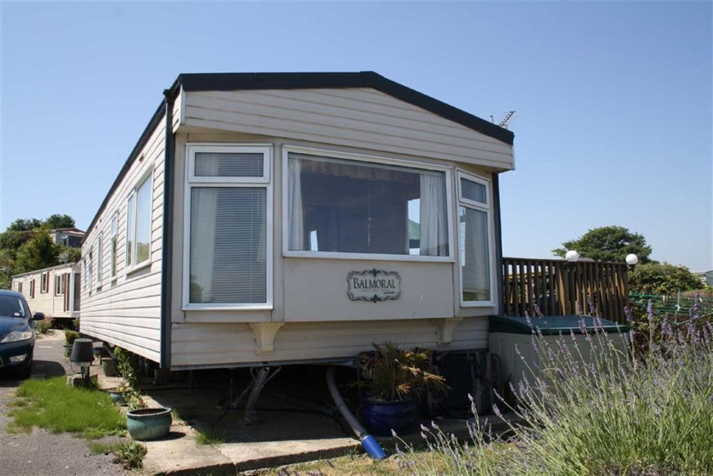2 bedroom mobile home for sale in swanage bay view swanage bh19. Black Bedroom Furniture Sets. Home Design Ideas