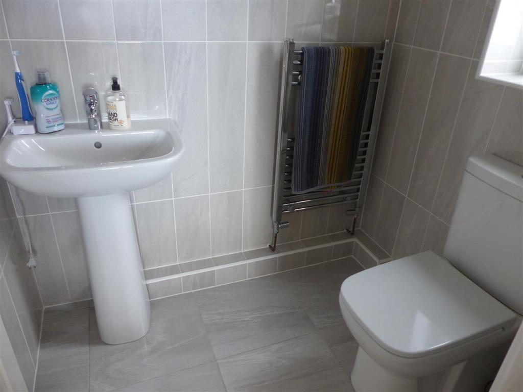 Refurbished En suite